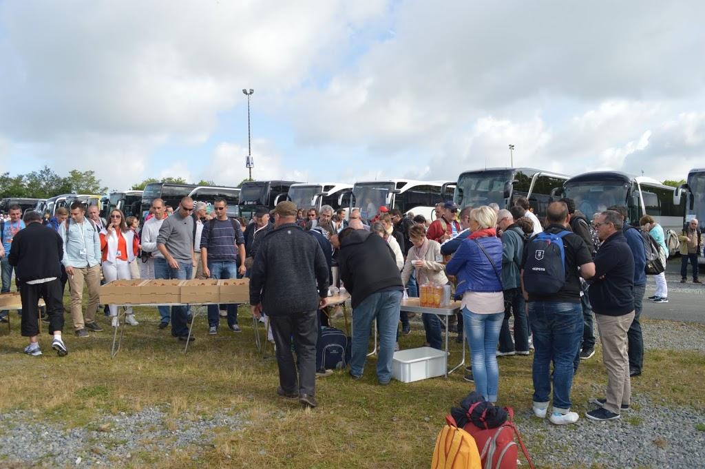 Café d'accueil et viennoiseries à l'arrivée au Puy du Fou
